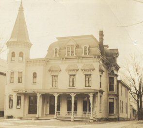 Between 1928 and 1955, the Oneida Library was in the old Woodhull House at 252 Main Street.